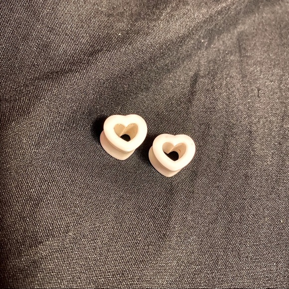 White Acrylic Heart Tunnels Gauges 00g